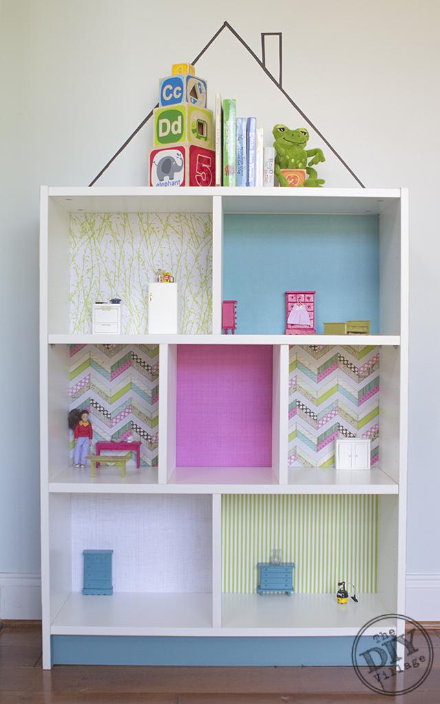 wederom een poppenhuis gemaakt van een billy boekenkast door het blauw en de de lime groene kleur krijgt het poppenhuis een hele frisse uitstraling