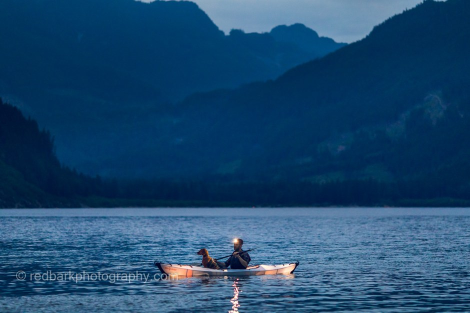 Glowing kayak oru paddle at night