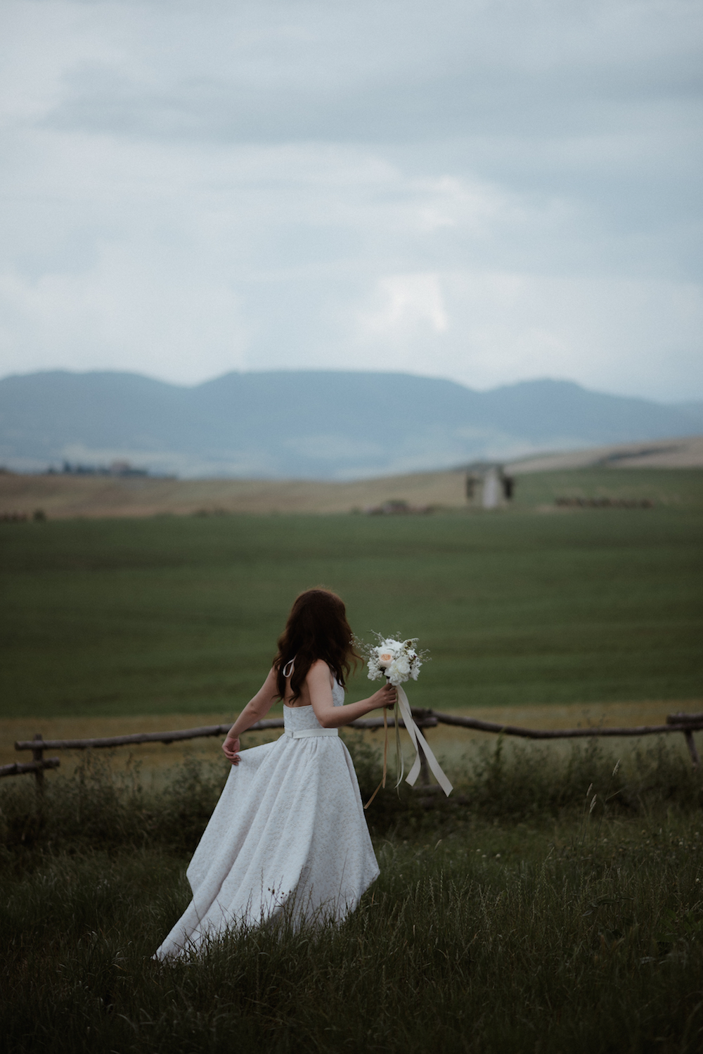 Fashion Blogger Wedding Tuscany rain