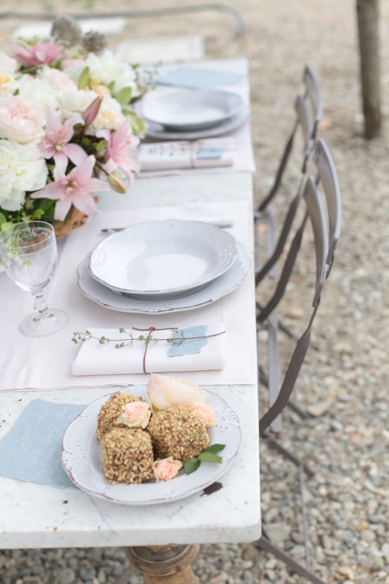 Fashion Blogger Wedding in Tuscany table setting