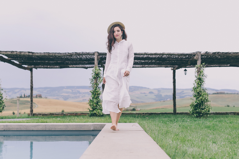 white linen dress locanda in tuscany