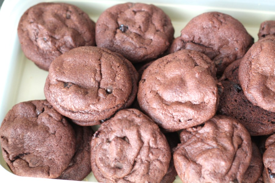 Double Chocolate Cherry Cookies | thedomesticblonde.com