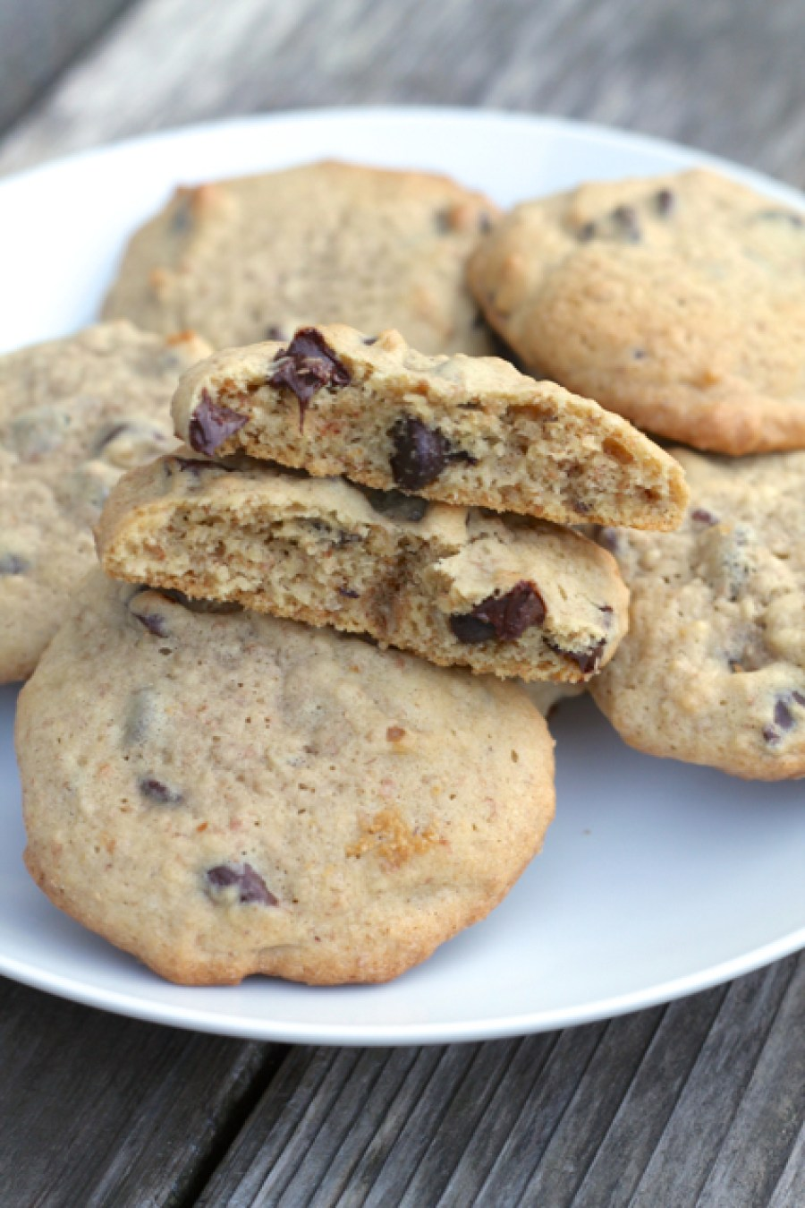 Whole Wheat Chocolate Chip Cookies | thedomesticblonde.com