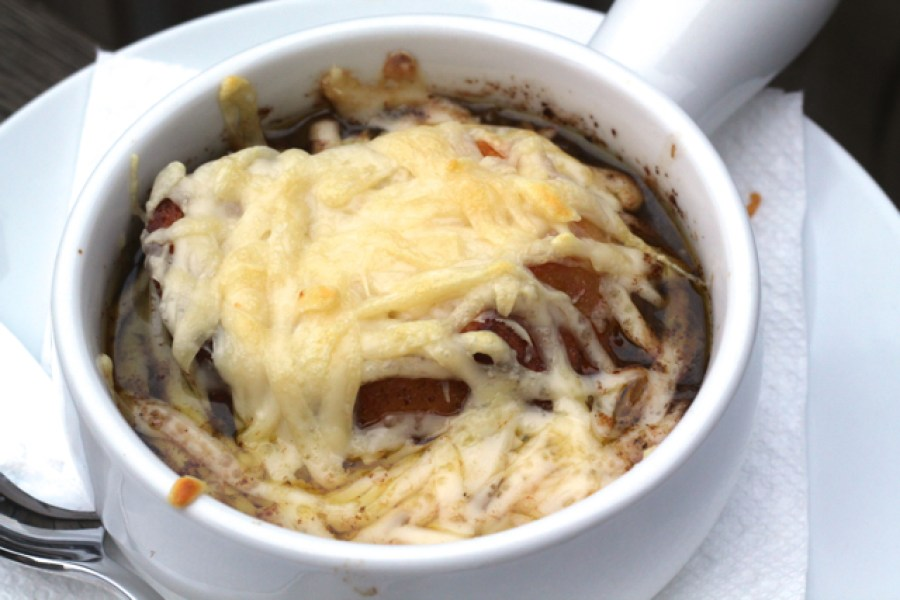 Easy French Onion Soup | thedomesticblonde.com