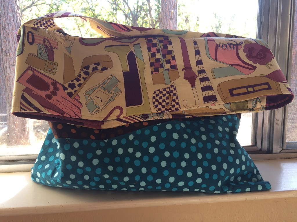 Messenger Bag: A GREAT Sewing Pattern for Beginners   A Domestic Wildflower click to read this super helpful tutorial for a simple messenger bag sewing project!