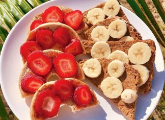 quick fruit toast breakfast