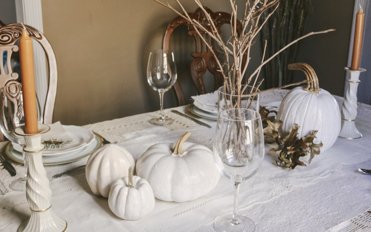 A Charming Minimalist White Thanksgiving Table    Dreamery Events