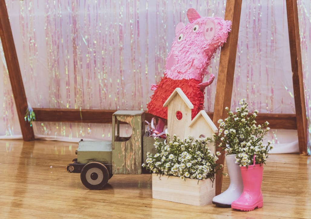 "A Peppa Pig ""Muddy Puddles"" 2nd Birthday 