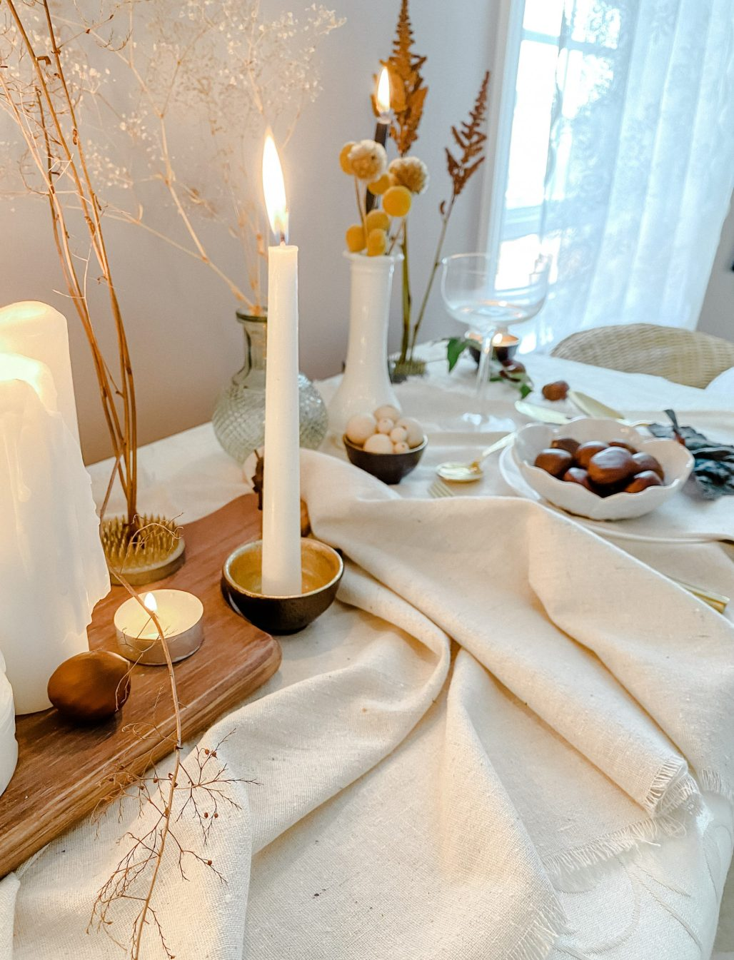 A Refined Minimalist Table that transitions from Thanksgiving into Winter Holidays ..... Using Items you Already Have at Home || Dreamery Events