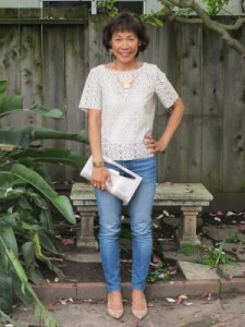 Boxy blouse, jeans, kitten-heel pumps, and clutch are an easy uniform to throw on.