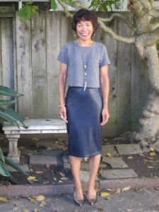 Yes, you can wear a cropped top. I prefer wearing it with a high-waisted faux leather skirt, which elongates short frames.