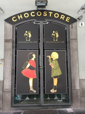 A great sign for a chocolate shop.