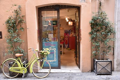 Another charming shop along the way home to Via Cicerone.