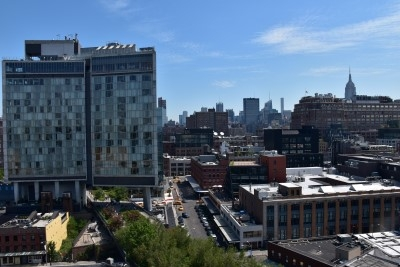 View from the left of the Whitney Museum terrace. You can see the southern entrance of the High Line Park (photo by David).