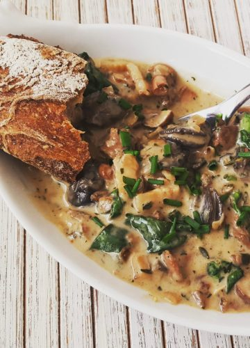Snail cocotte with bacon and mushrooms