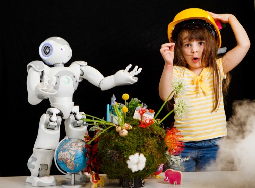 Picture Toby Williams 07920841392. Gabriella Nombro (4) and (Baxter the Big one and Now the wee one) the robot play as the Edinburgh International Science Festival announced their 28th Festival programme – Building Better Worlds, which centres around how science, technology, engineering and design have the potential to improve the world we live in and the way we live within it. Running throughout the Easter holidays, 26 March – 10 April 2016, in venues across the city the 272 events offer adults, children and families the opportunity to engage with science through fun events and workshops and will give everyone the chance to join the global debate of how we can build better worlds for now and the future. www.sciencefestival.co.uk.
