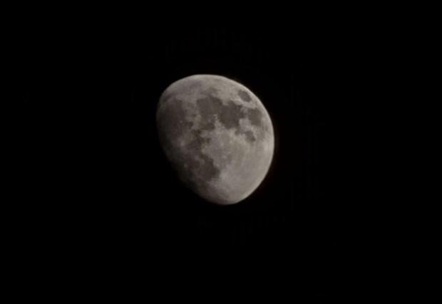 Samsung Galaxy S21 Moon Shot