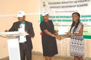 Mrs Tolu Falaiye presenting Certificate of Participation to an intern