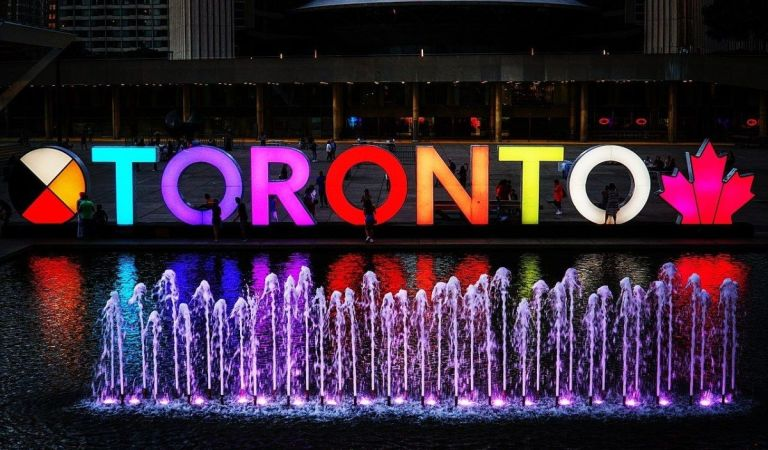 Because people choose #scifi and #fanstasy #books based on where they are set, here are five stories that take place in #Toronto.