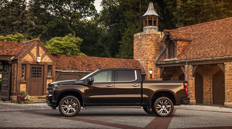 Already representing the luxury-minded truck owner, with premium leather, wood trim, and fancier tech, the High Country Concept applies performance parts and accessories to an already-bougie ride.
