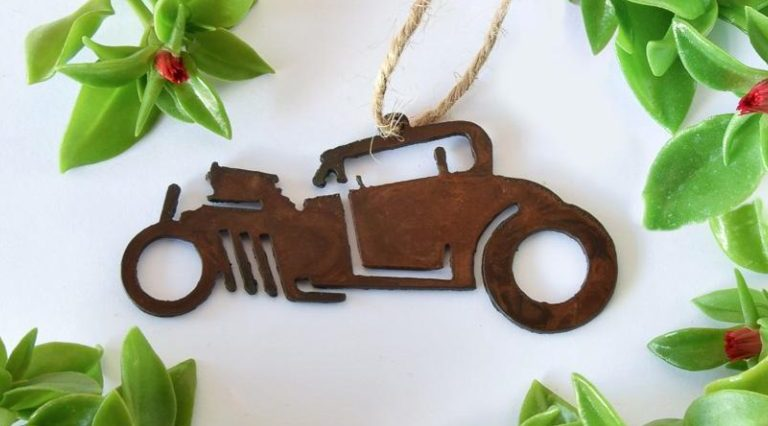 This handmade rat rod ornament makes our short list of stocking stuffers for car lovers.
