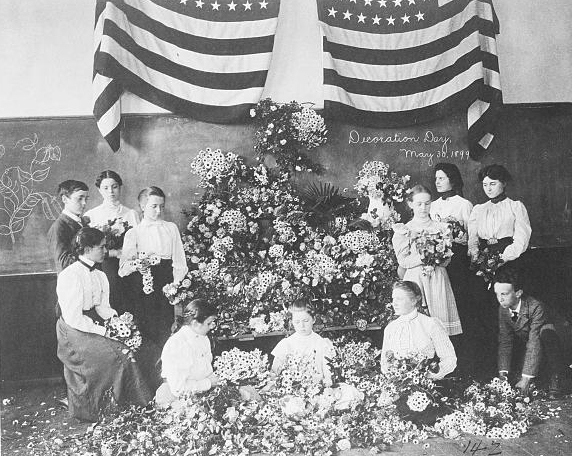 Daisies gathered for Decoration Day, May 1899. (Library of Congress)