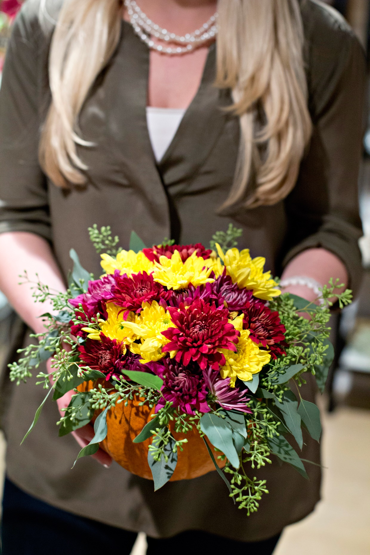 How to create the perfect fall hostess gift the everyday hostess these adorable diy pumpkin flower arrangements are the perfect fall hostess gift incorporating the number one fall essential a pumpkin of course and solutioingenieria Choice Image