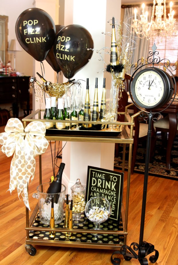 The Everyday Hostess - Black and Gold NYE Tablescape