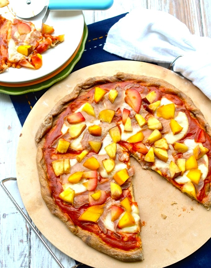 Peaches and nectarines are a delicious summery touch to this healthy whole wheat pizza at www.mybottomlessboyfriend.com