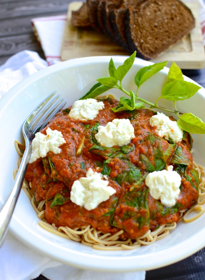 Simplest Oven-Roasted Tomato Sauce is served with spinach and ricotta over pasta | www.mybottomlessboyfriend.com
