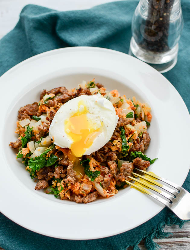 Sweet Potato & Kale Hash with Spicy Sausage is gonna blow your mind! | www.mybottomlessboyfriend.com