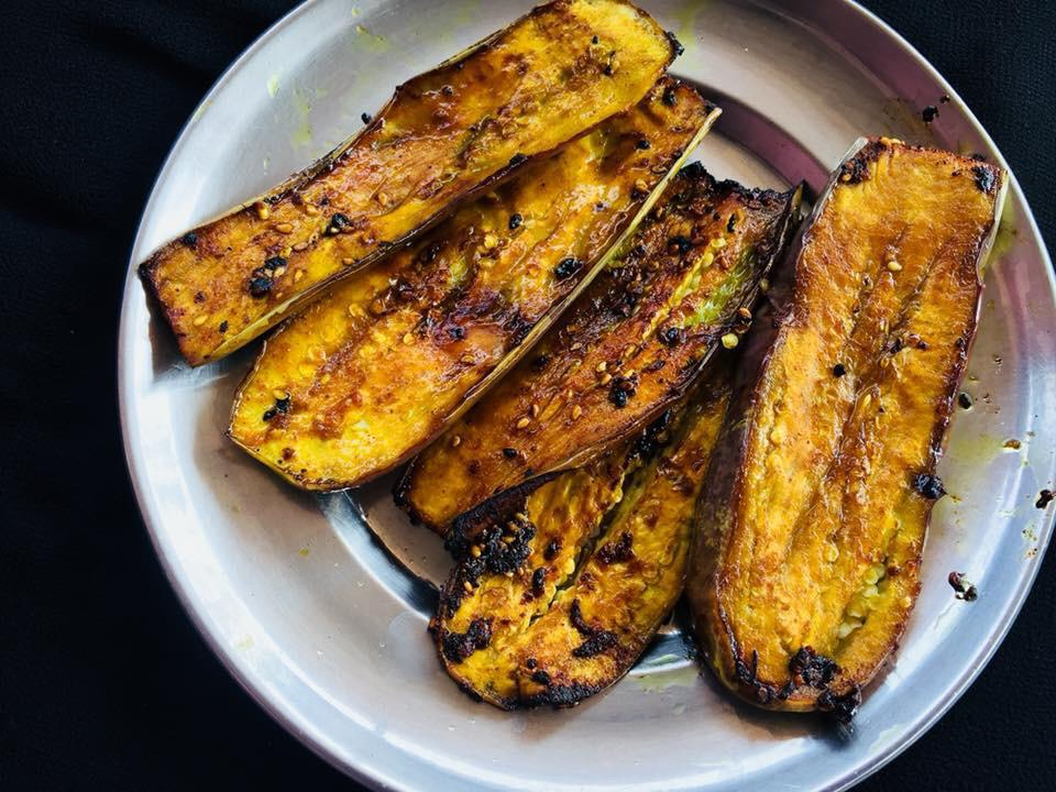 Recipe for Eggplant Fry with Tamarind Pulp and Sesame Seeds and the steps to prepare it