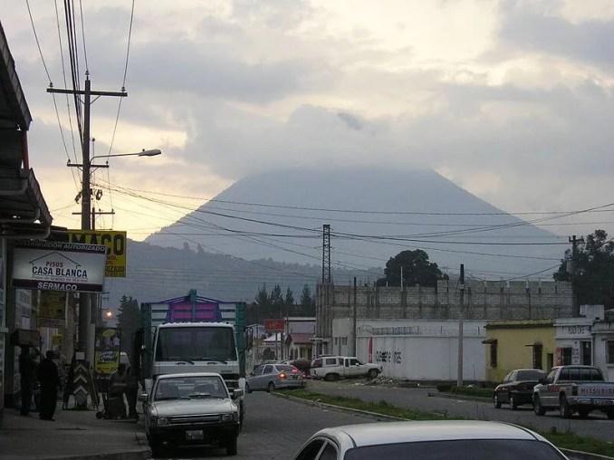 यह है दुनिया के 10 प्रलयकारी ज्वालामुखी, जो कर सकते है पृथ्वी को तबाह | Top 10 Most Dangerous Volcanoes in The World