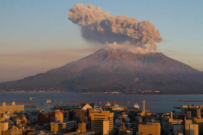 Sakurajima Volcano - सकुराजिमा ज्वालामुखी, कागोशिमा प्रांत,जापान