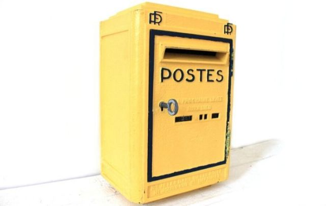 A yellow French mail box