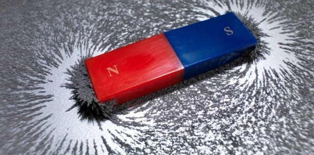 A magnet bar showing north and south