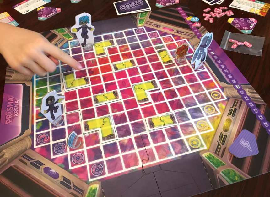 A game of Prisma Arena in play