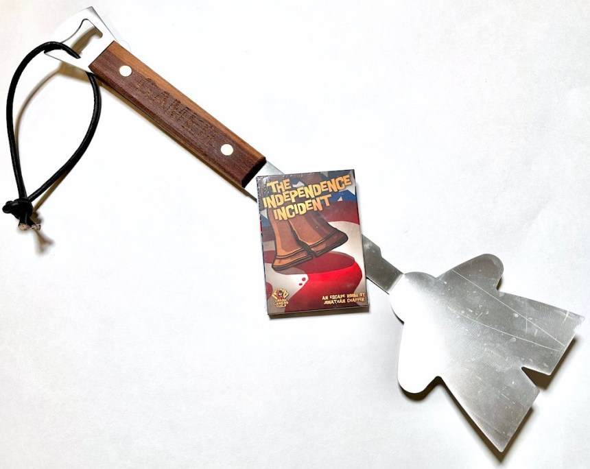 Meeple Spatula and card game