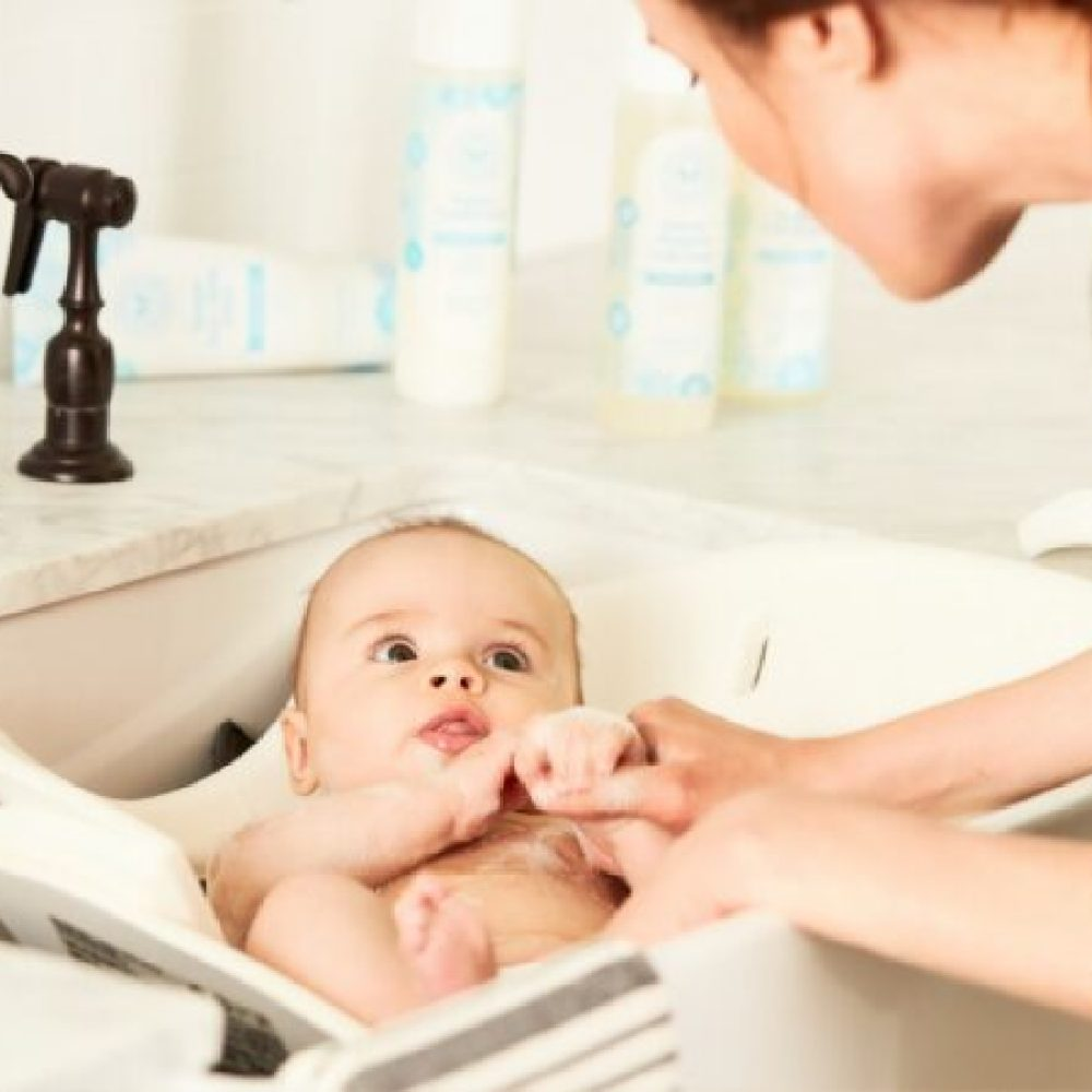 How to give your baby a bath while traveling