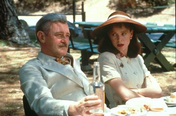 John Mahoney,Judy Davis