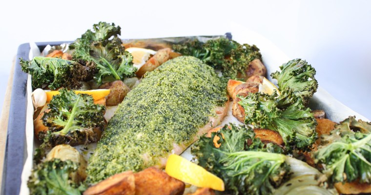 Roasted salmon with fennel, potatoes and kale