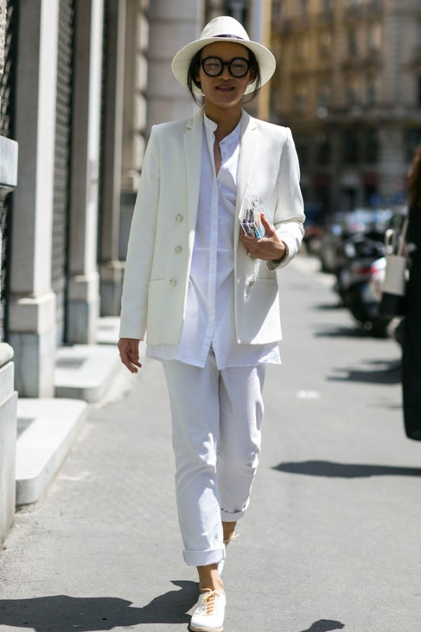 street-style-white-sneakers-trend-10