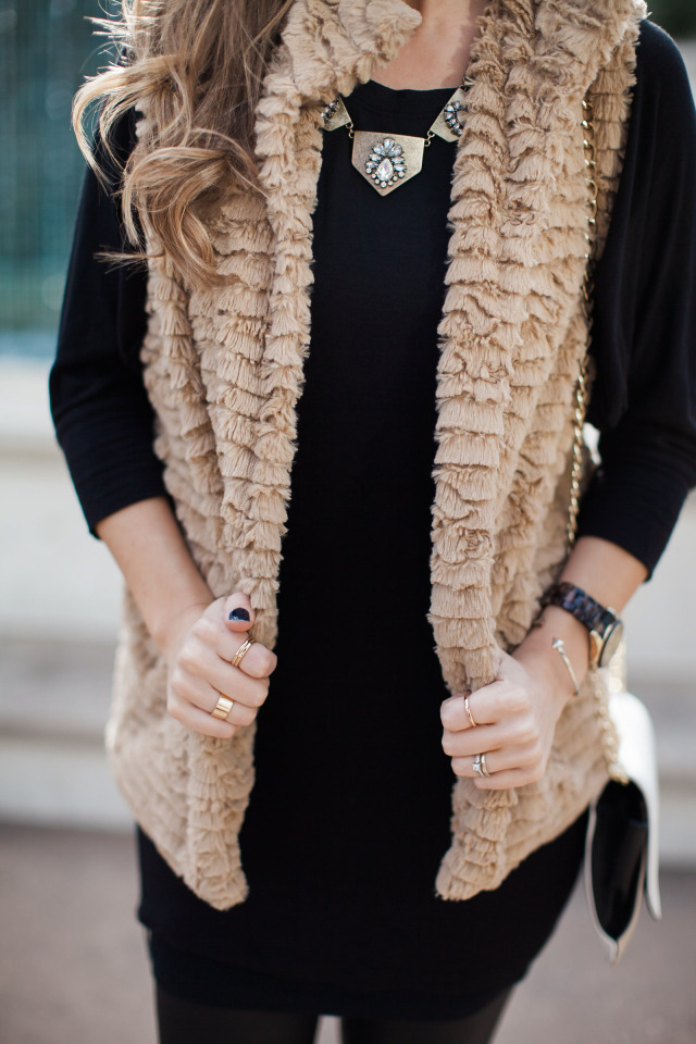 DSW Statement Necklace Tan Faux Fur Vest