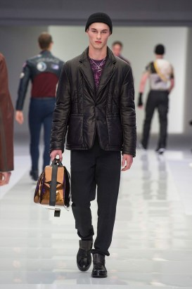 Versace-2016-Fall-Winter-Mens-Collection-042