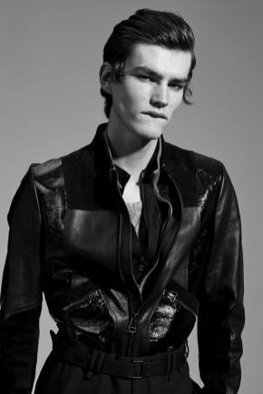 Vogue-Hommes-Paris-2016-Editorial-Masculine-Singular-002