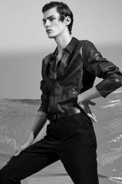 Vogue-Hommes-Paris-2016-Editorial-Masculine-Singular-004