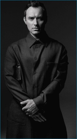 Jude Law Covers L Uomo Vogue Talks The Young Pope The Fashionisto