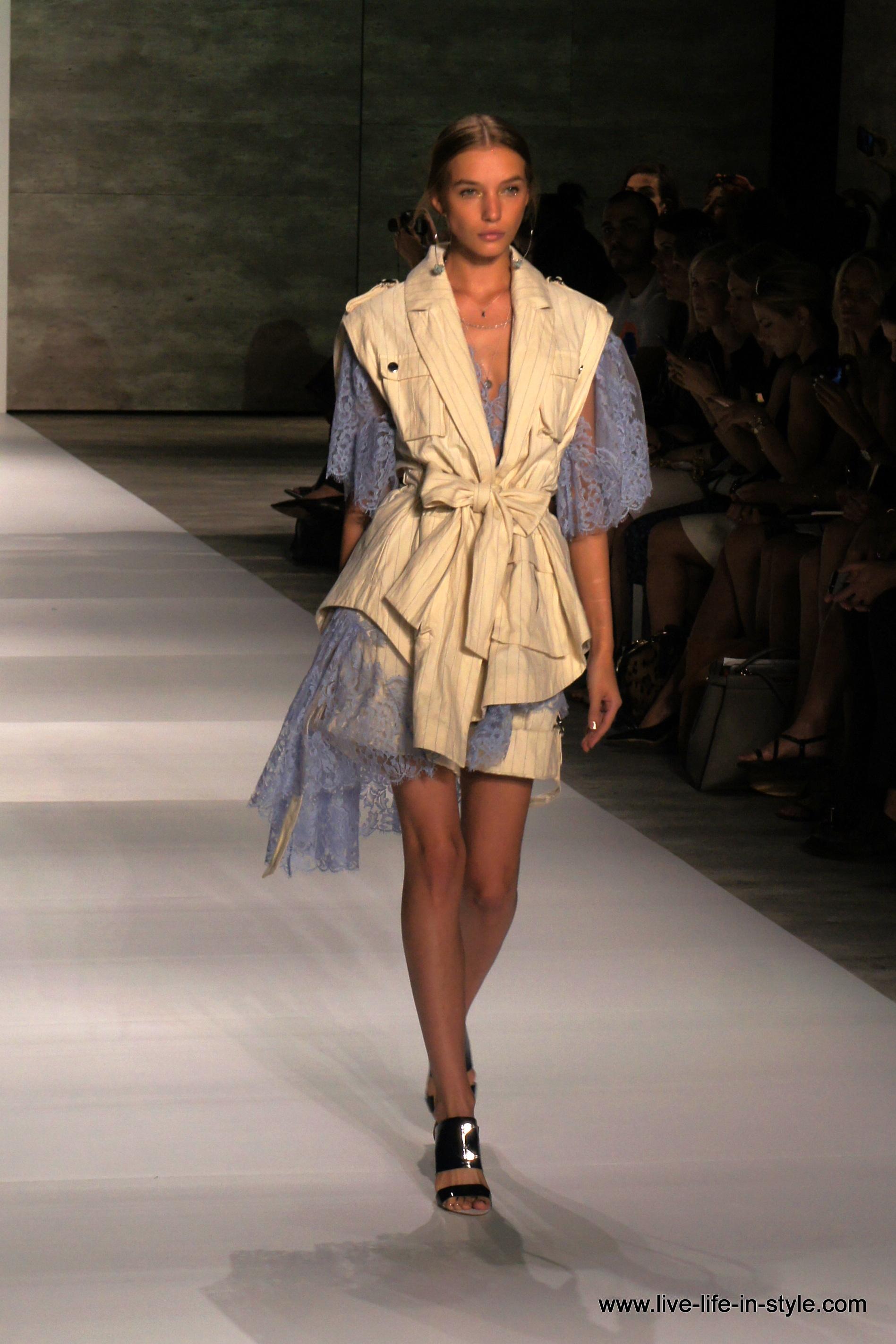 Sophie Turner diseña la nueva pulsera solidaria de Louis Vuitton