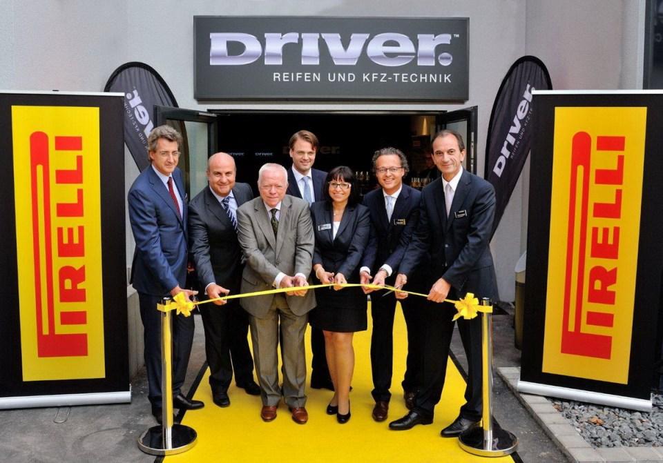 Eröffnung Pirelli-Shop in Frankfurt Stadtrat Stein und Staatsminister Boddenberg