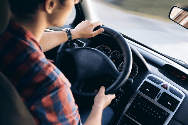 Teaching teens the financial value of safer driving - teen driver image